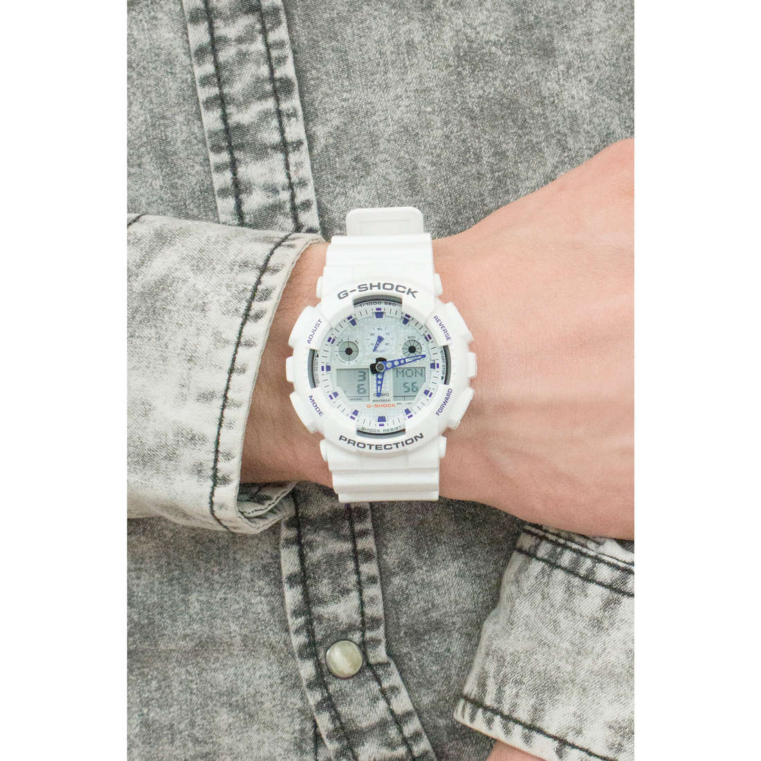 Casio digitals G-Shock man GA-100A-7AER photo wearing