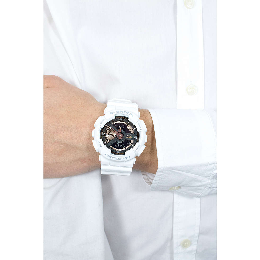 Casio digitals G-Shock man GA-110RG-7AER photo wearing