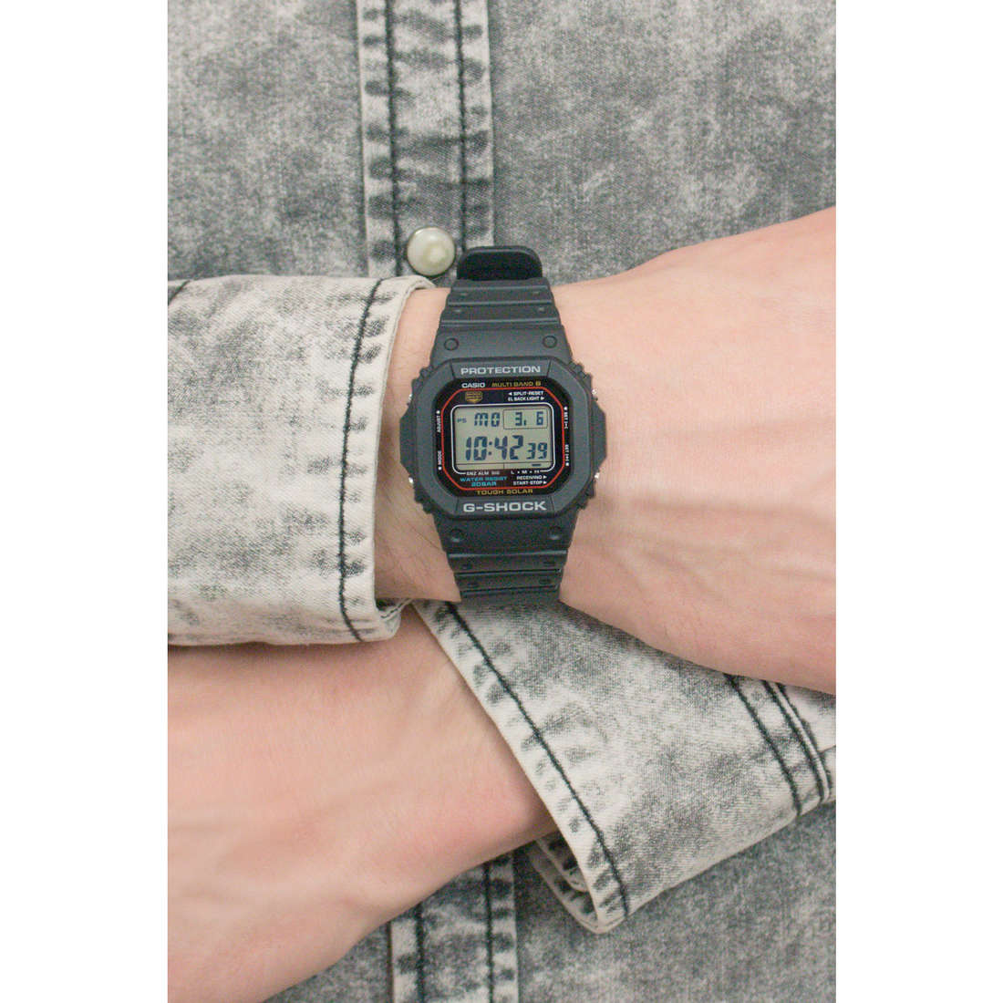 Casio digitals G-Shock man GW-M5610-1ER indosso