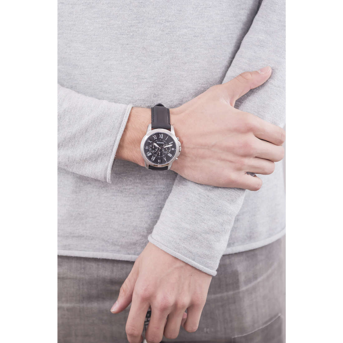 Fossil chronographs man FS4812IE photo wearing