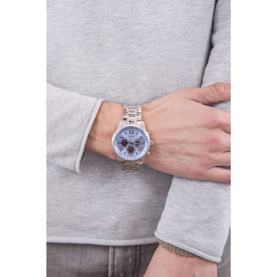 Guess chronographs Horizon man W0379G6 photo wearing