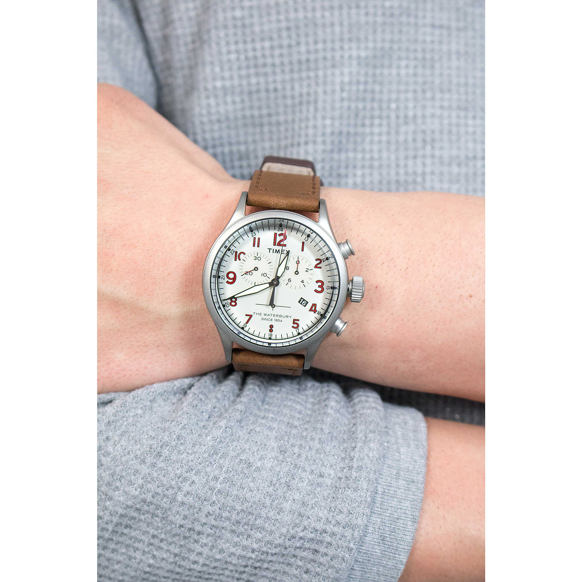 4b7a64e68 Timex chronographs Waterbury Collection man TW2R38300 photo wearing. zoom