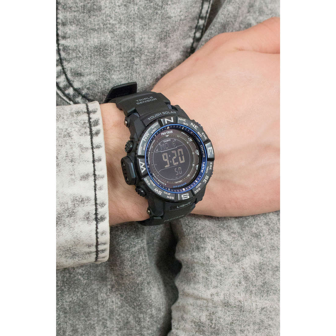 Casio digitals PRO-TREK man PRW-3500Y-1ER photo wearing