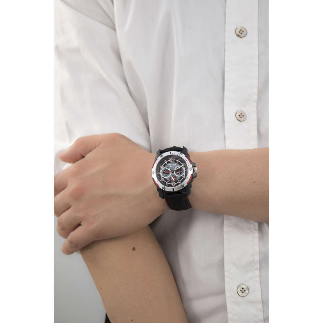 Breil multifunction Knock man EW0130 indosso