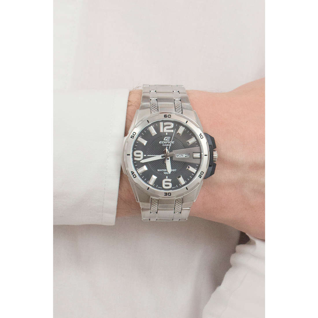 Casio multifunction Edifice man EFR-104D-1AVUEF photo wearing