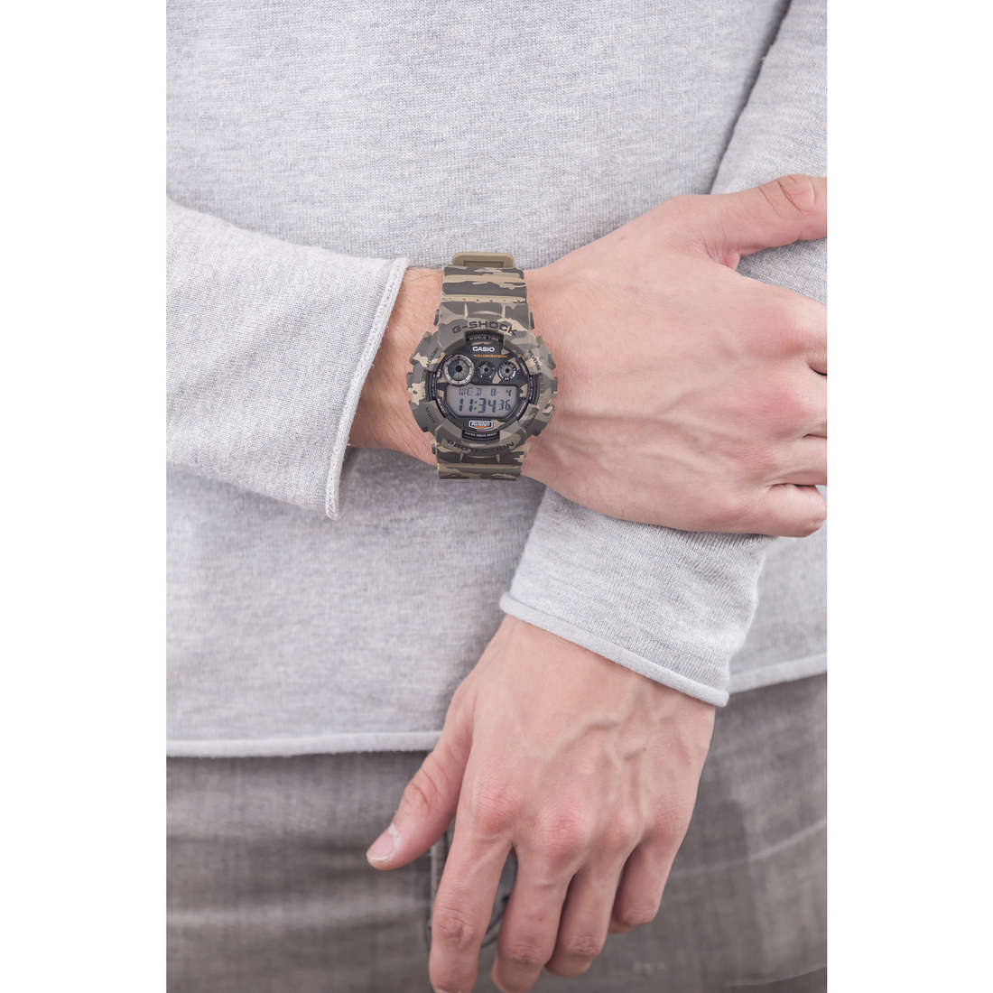 Casio digitals G-Shock man GD-120CM-5ER photo wearing