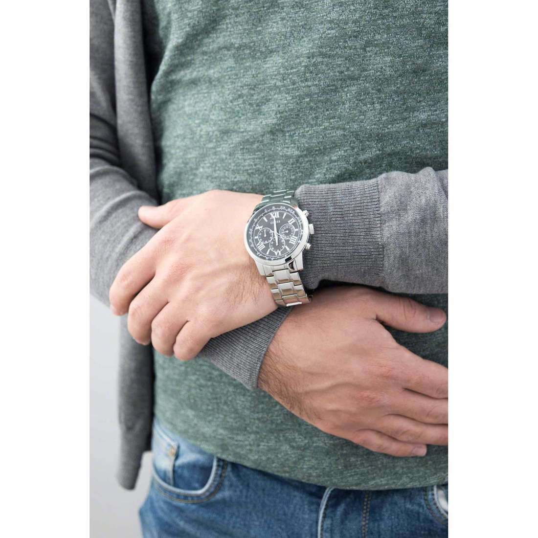 Guess multifunction Horizon man W0379G1 indosso