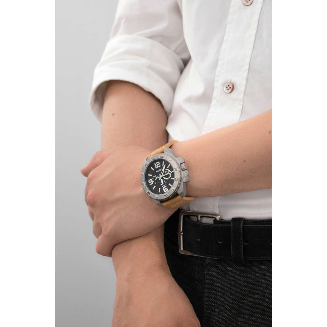 Guess multifunction man W0659G4 indosso