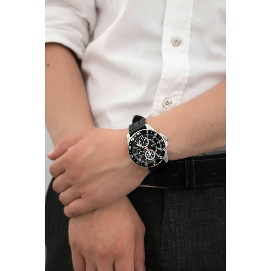 Guess multifunction man W0798G1 indosso