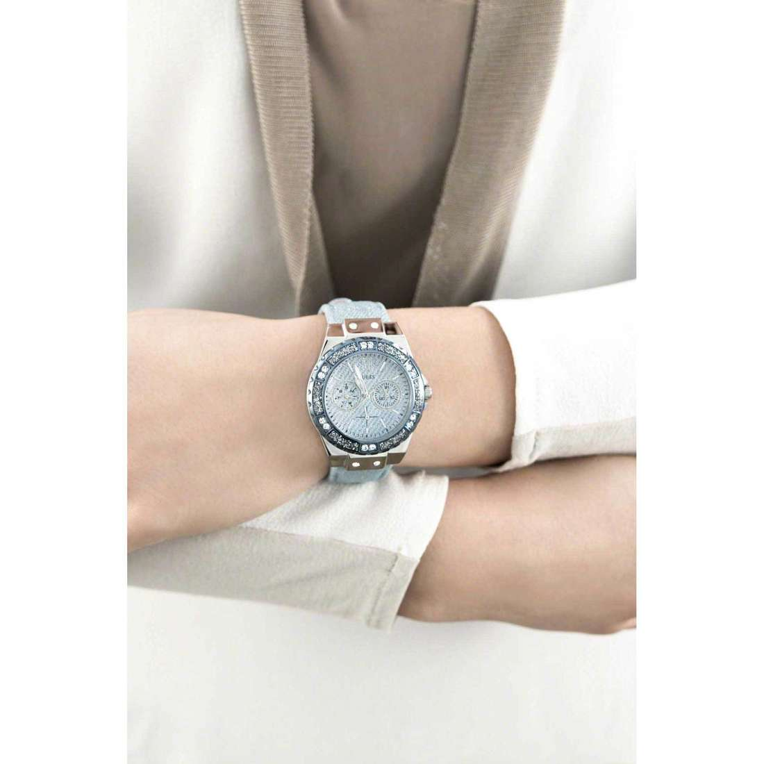 Guess multifunction Limelight woman W0775L1 indosso