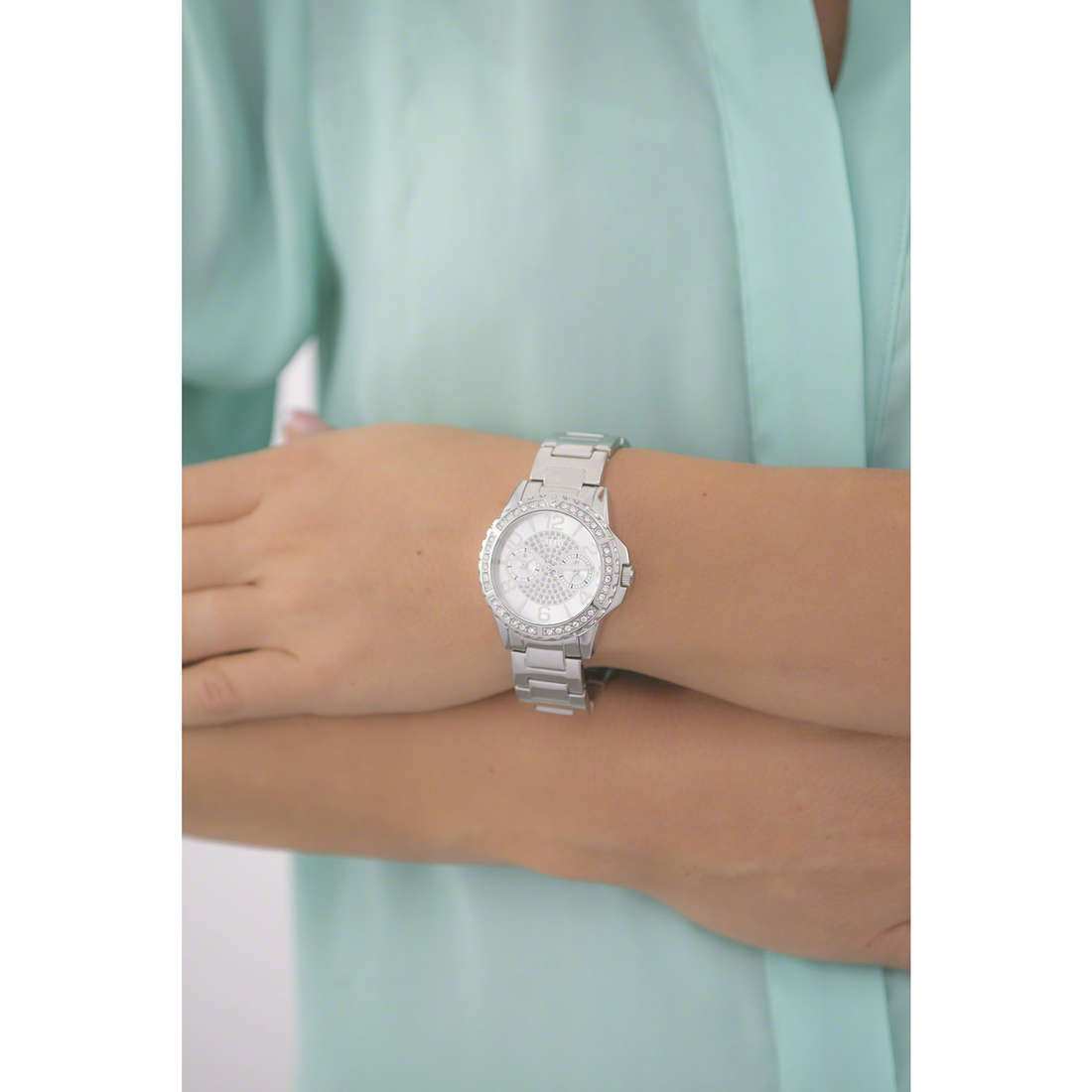 Guess multifunction Sassy woman W0705L1 indosso