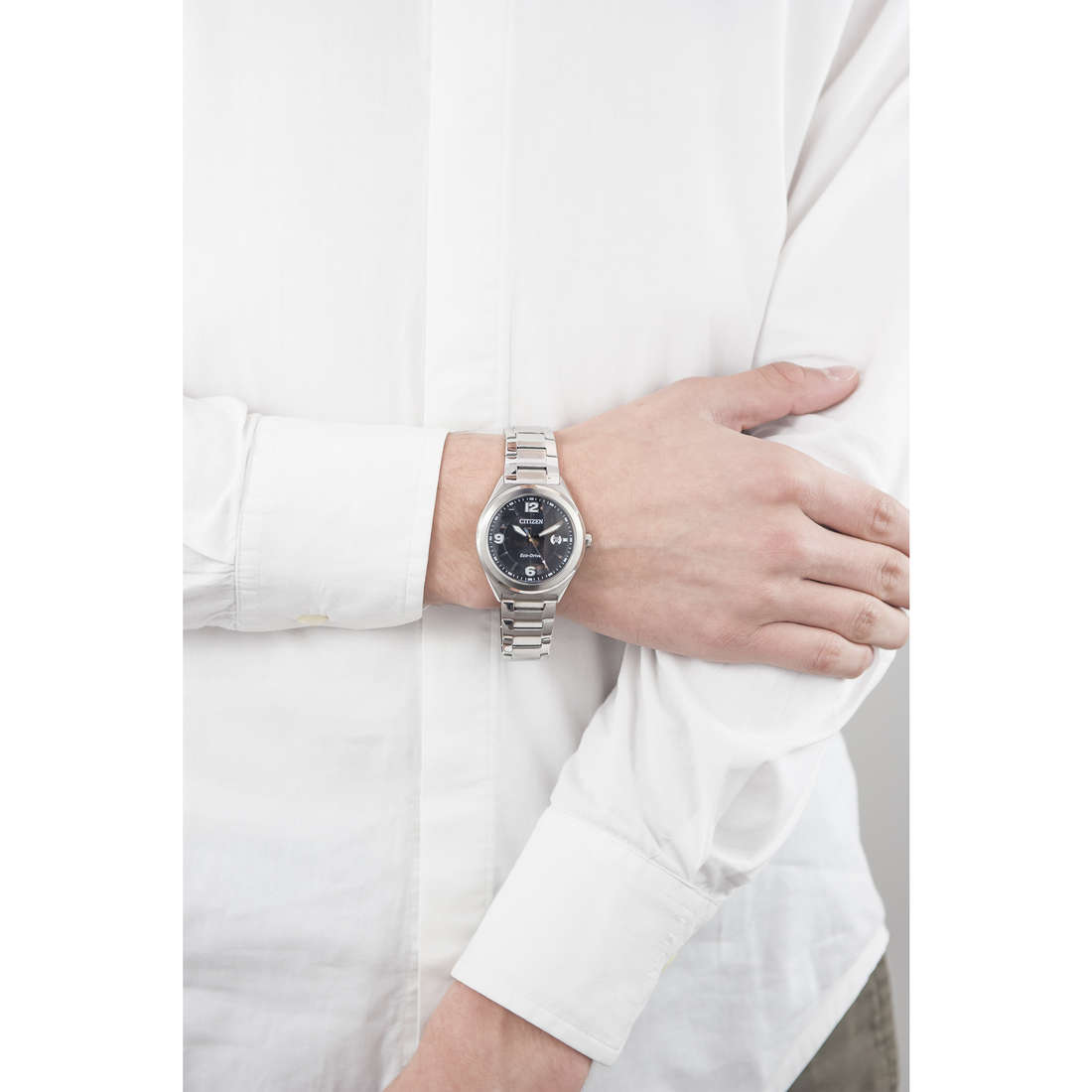 Citizen only time Eco-Drive man AW1170-51E indosso