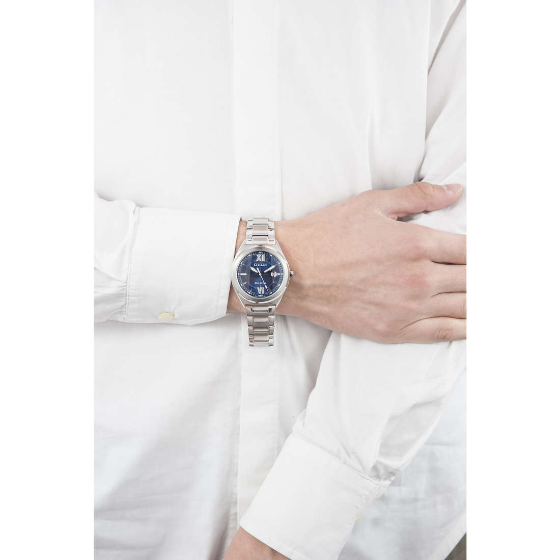 Citizen only time Eco-Drive man AW1170-51L indosso