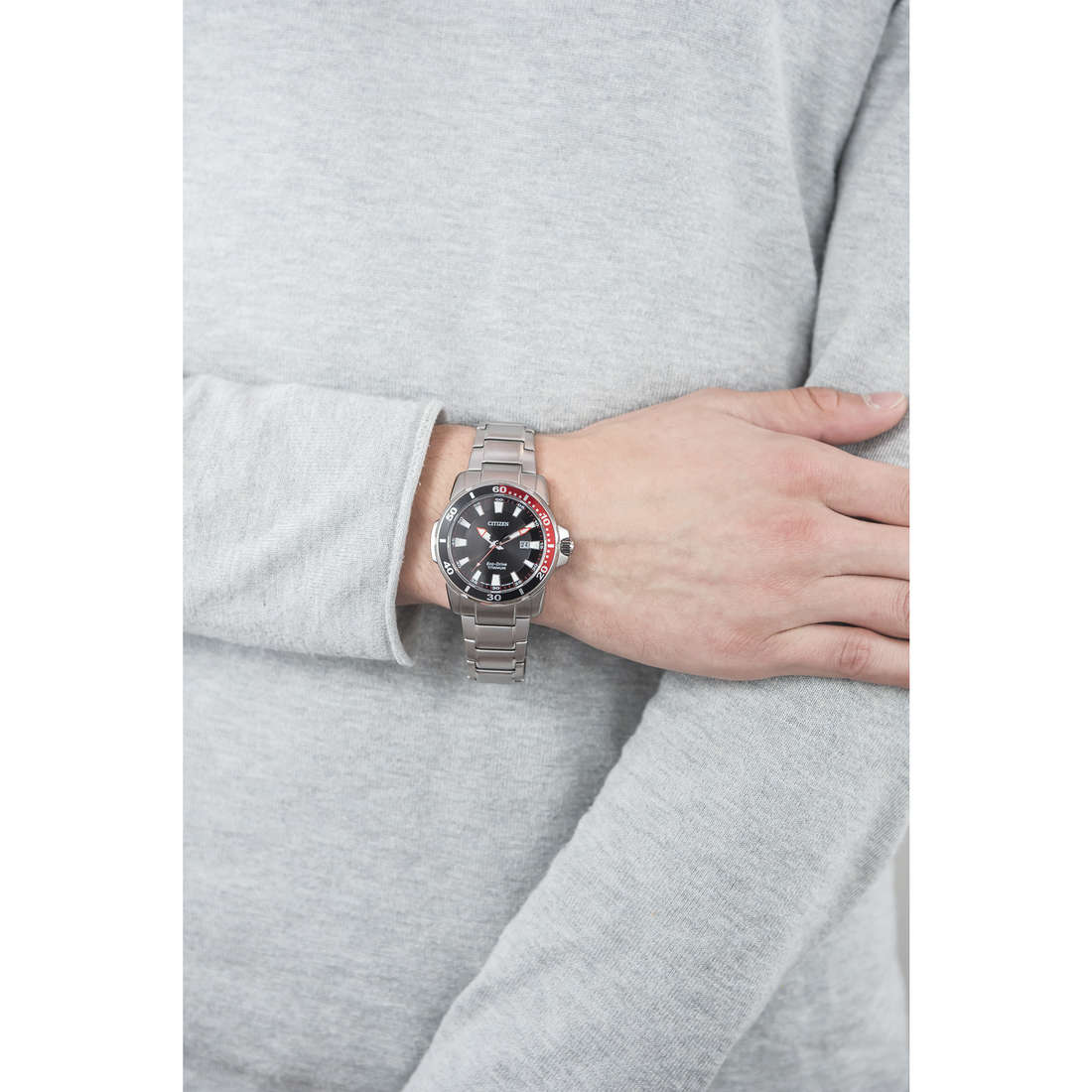Citizen only time Eco-Drive man AW1221-51E indosso