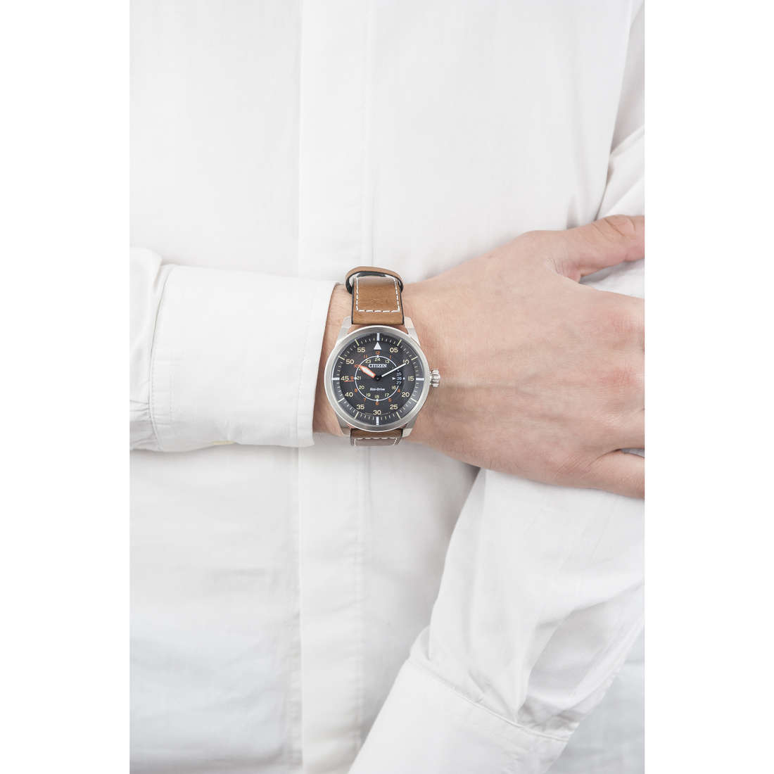 Citizen only time Eco-Drive man AW1360-12H indosso
