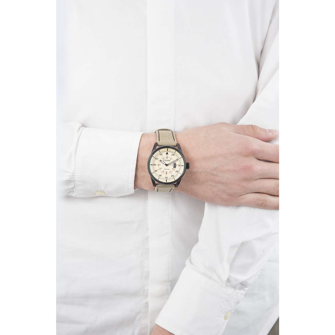 Citizen only time Eco-Drive man AW1365-19P indosso