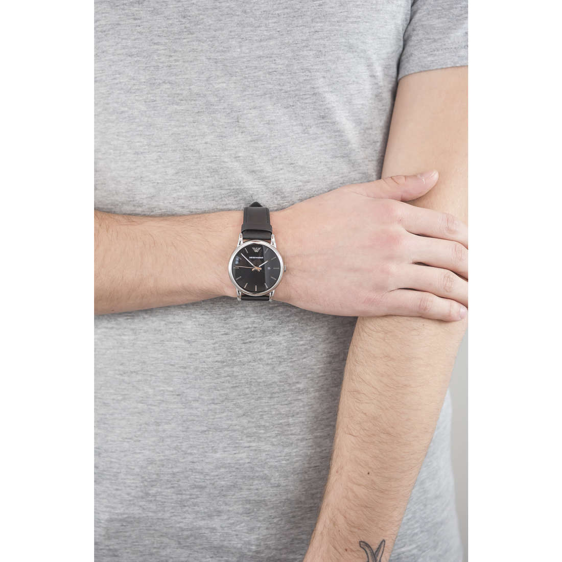 Emporio Armani only time man AR1692 indosso