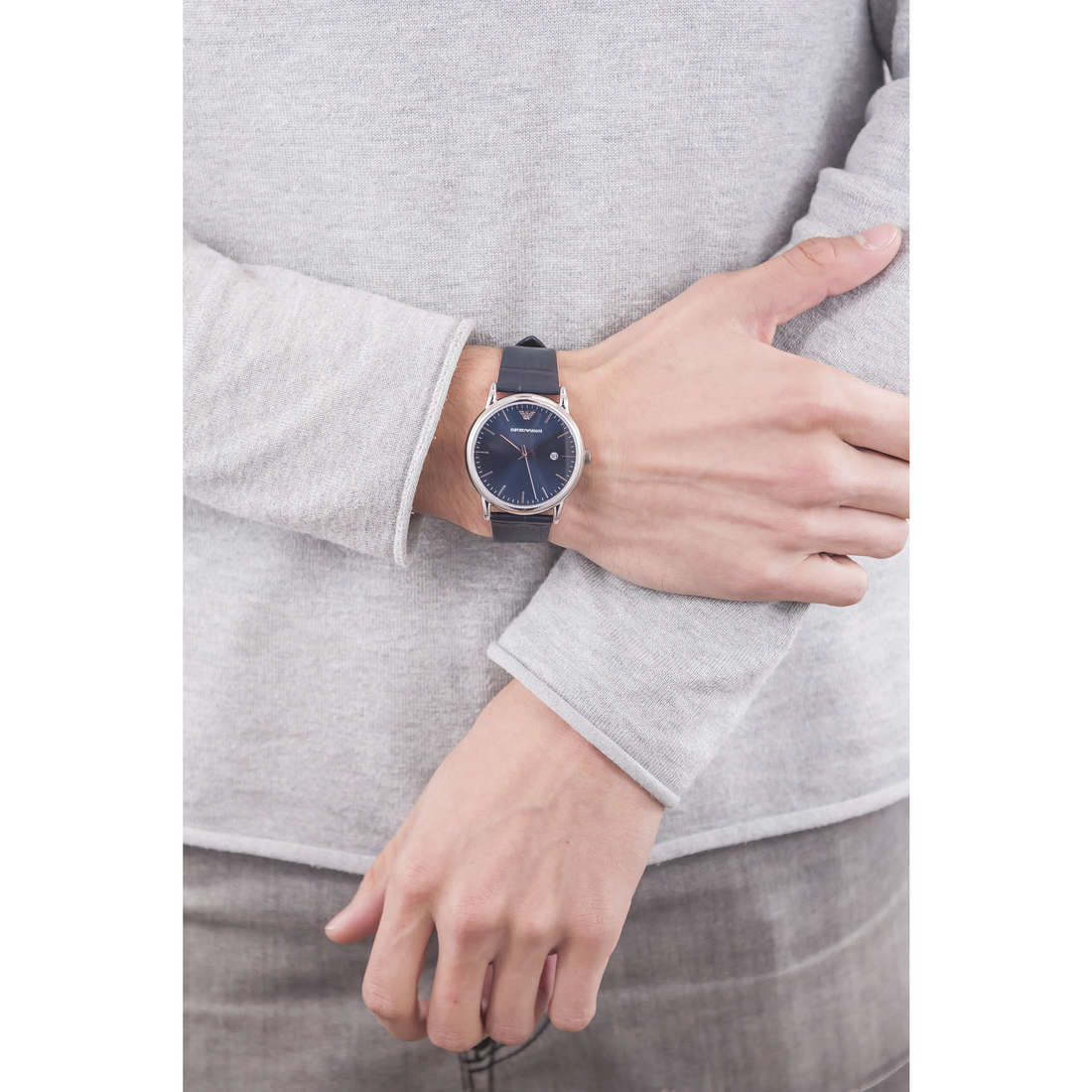 Emporio Armani only time man AR2501 indosso