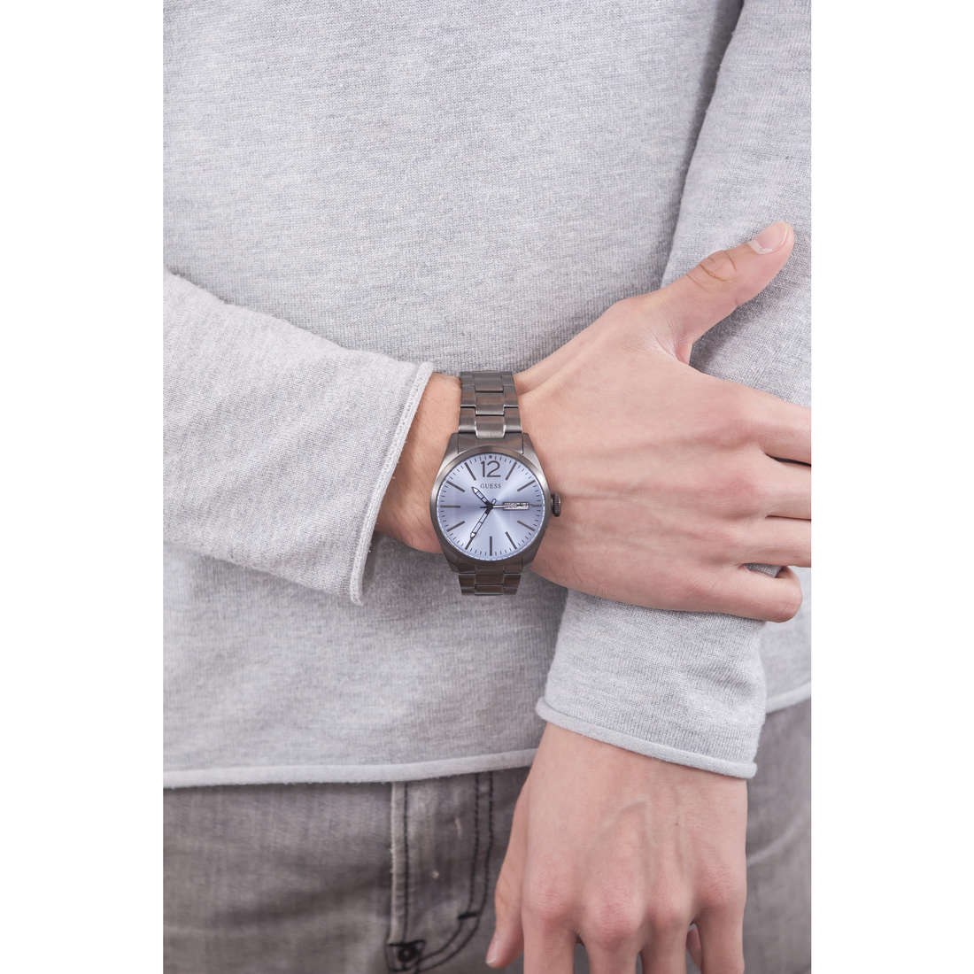 Guess only time man W0657G1 indosso