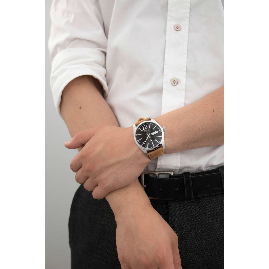 Guess only time man W0658G7 indosso