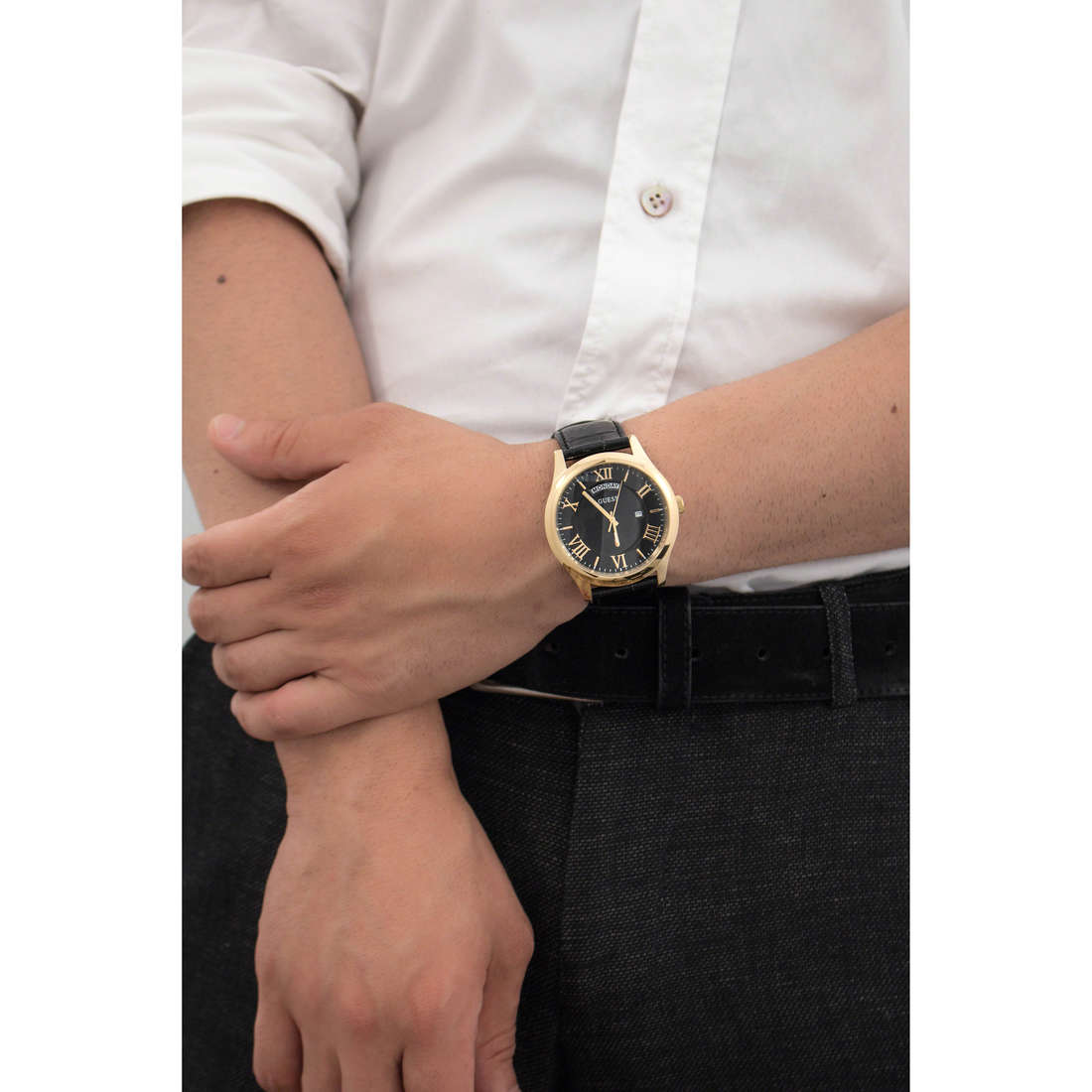 Guess only time Metropolitan man W0792G4 indosso