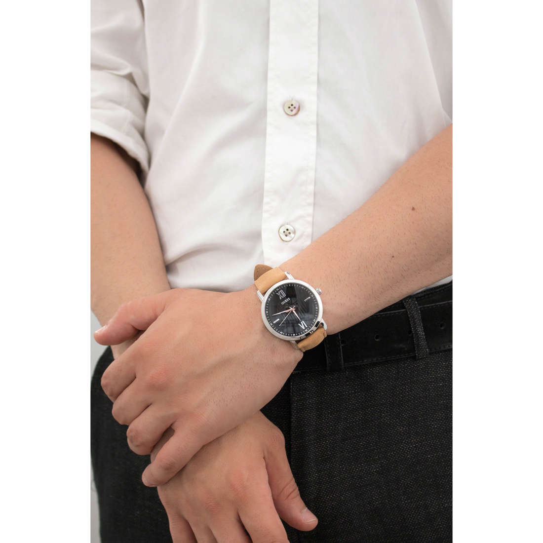 Guess only time man W0793G1 indosso