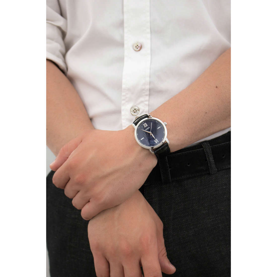 Guess only time man W0793G2 indosso