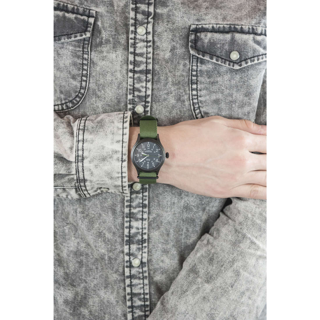 Timex only time Scout Color man TW4B04700 indosso