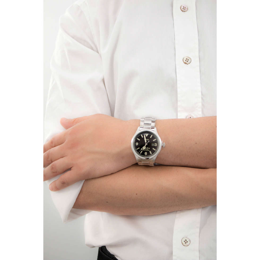 Timex only time Waterbury Collection man TW2P75100 indosso