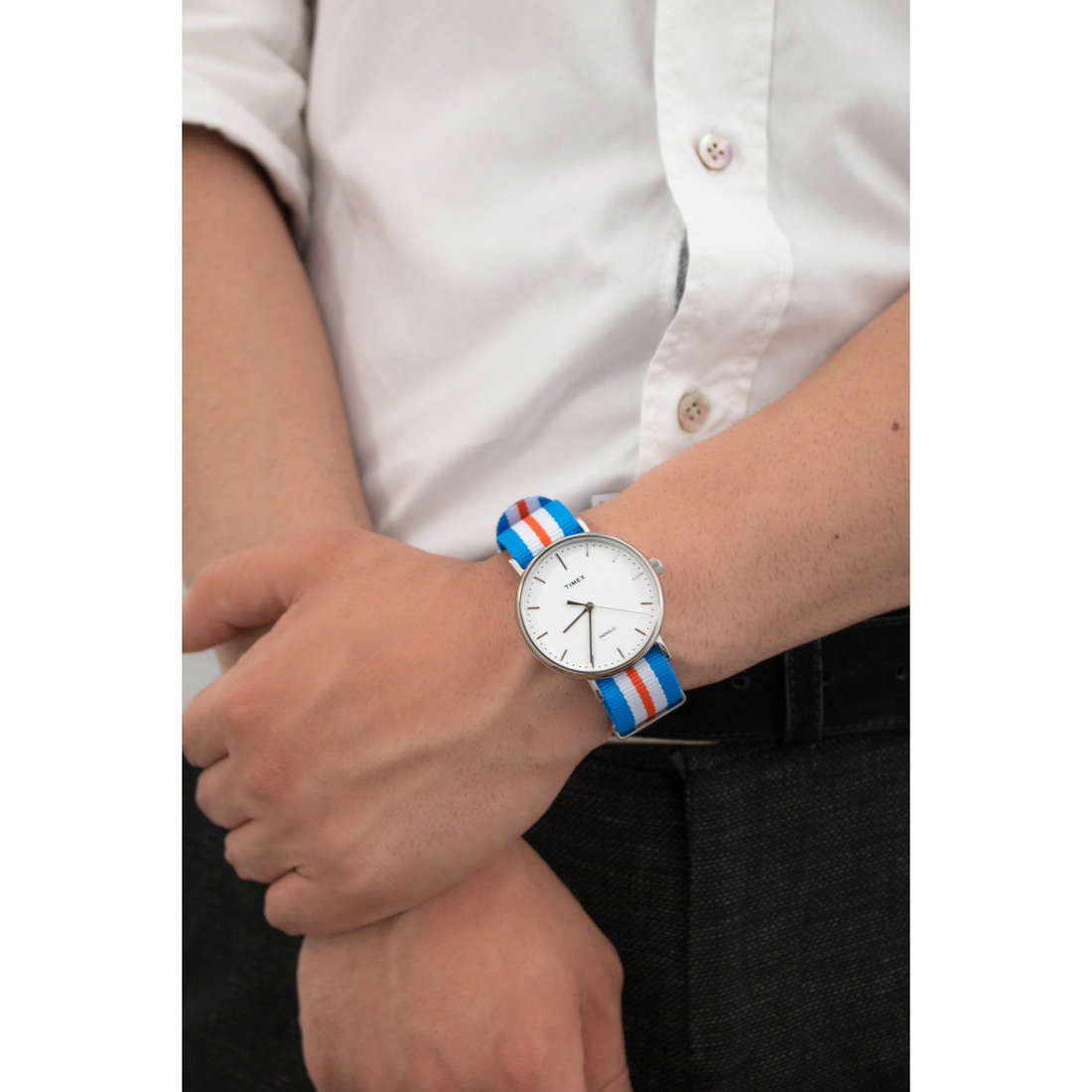 Timex only time Weekender man TW2P91100 photo wearing