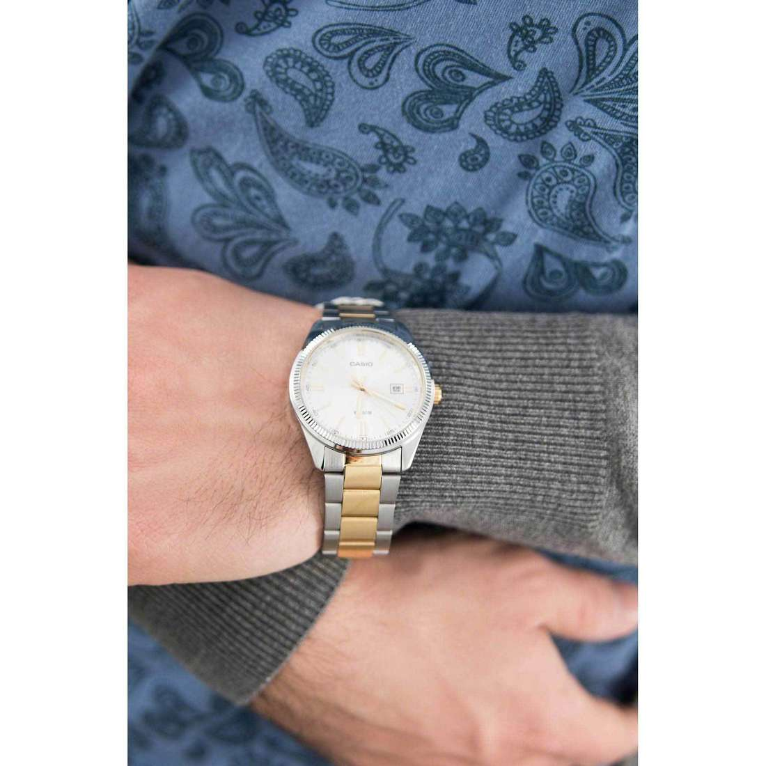Casio only time Casio Collection unisex MTP-1302PSG-7AVEF indosso