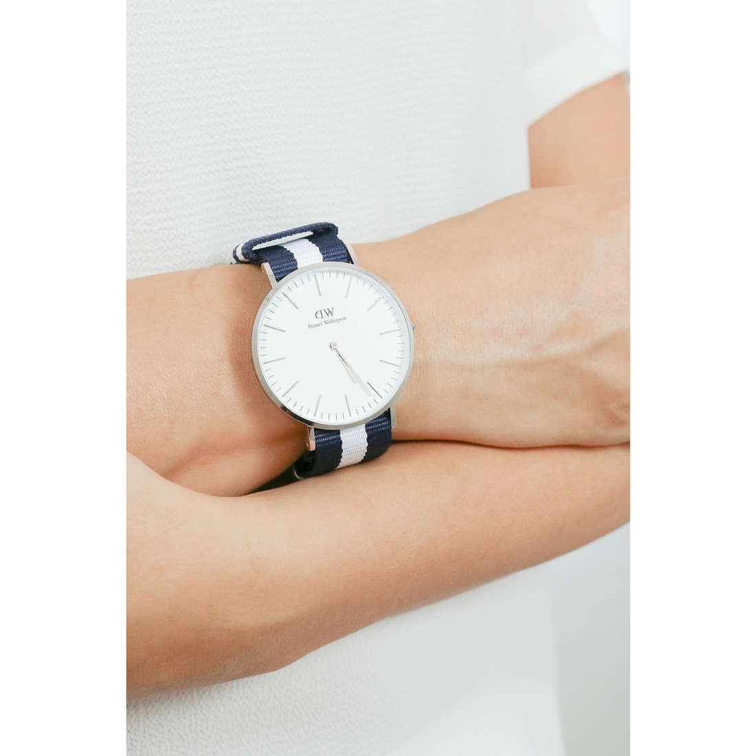 Daniel Wellington only time Classic unisex DW00100018 photo wearing
