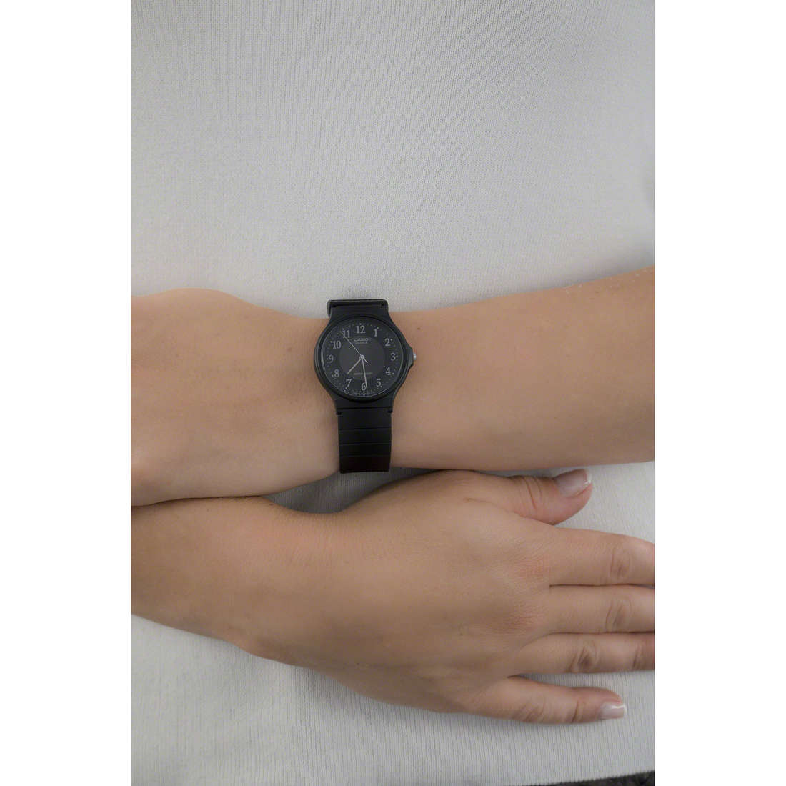 Casio only time Casio Collection woman MQ-24-1B3LLEF indosso