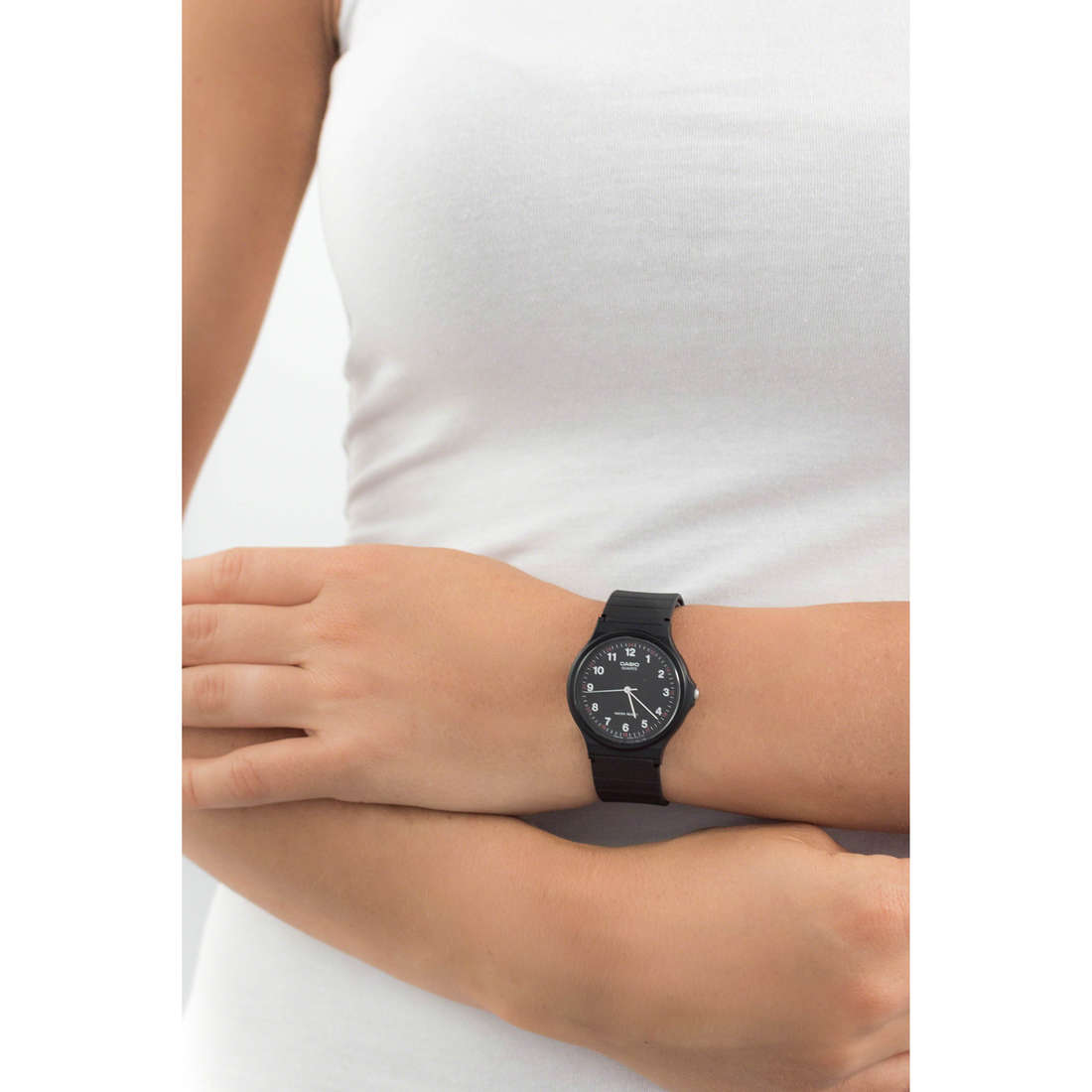 Casio only time Casio Collection woman MQ-24-1BLLGF indosso
