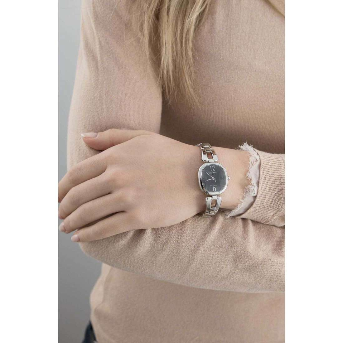 Citizen only time Eco-Drive woman EM0181-53E indosso