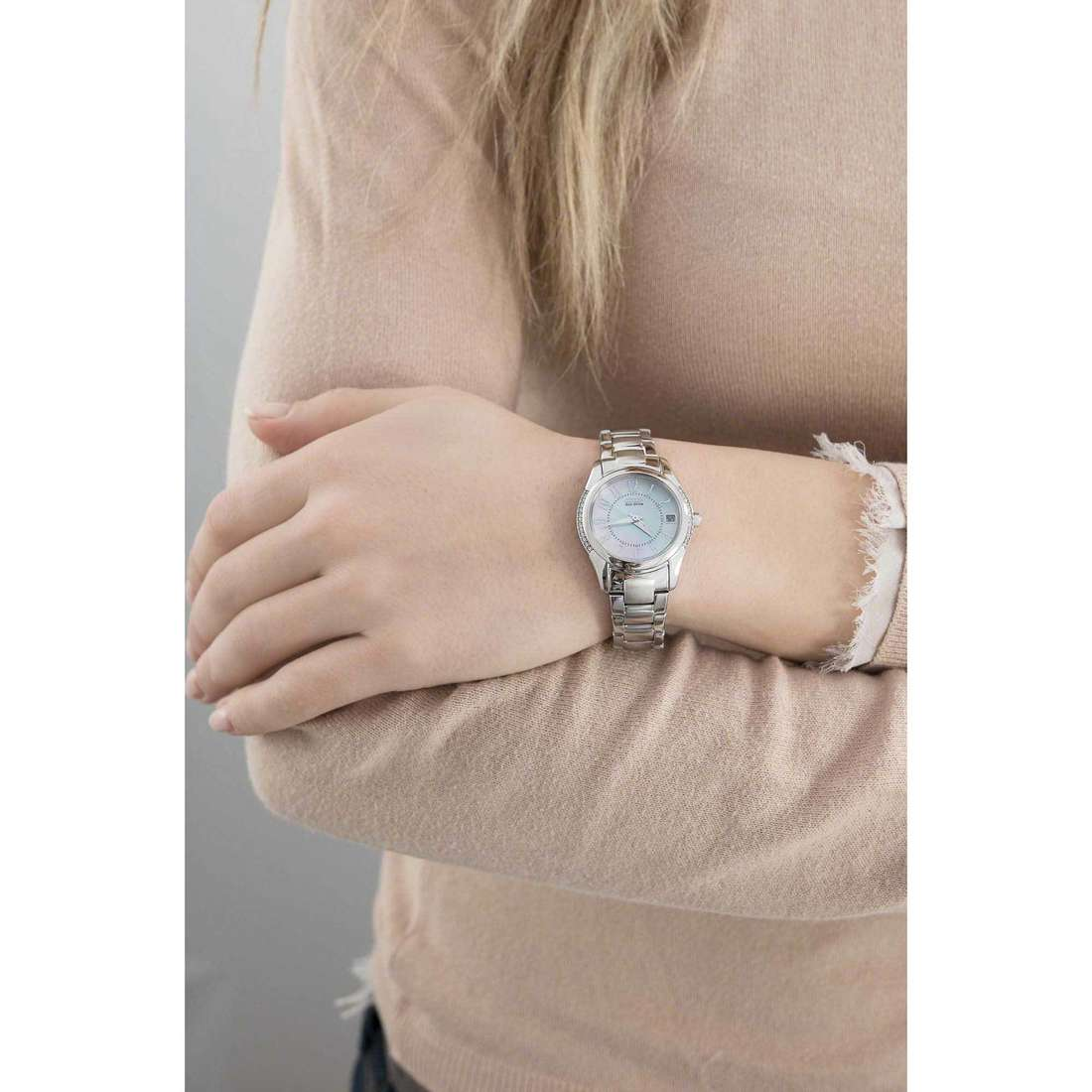 Citizen only time Eco-Drive woman EO1041-54D indosso