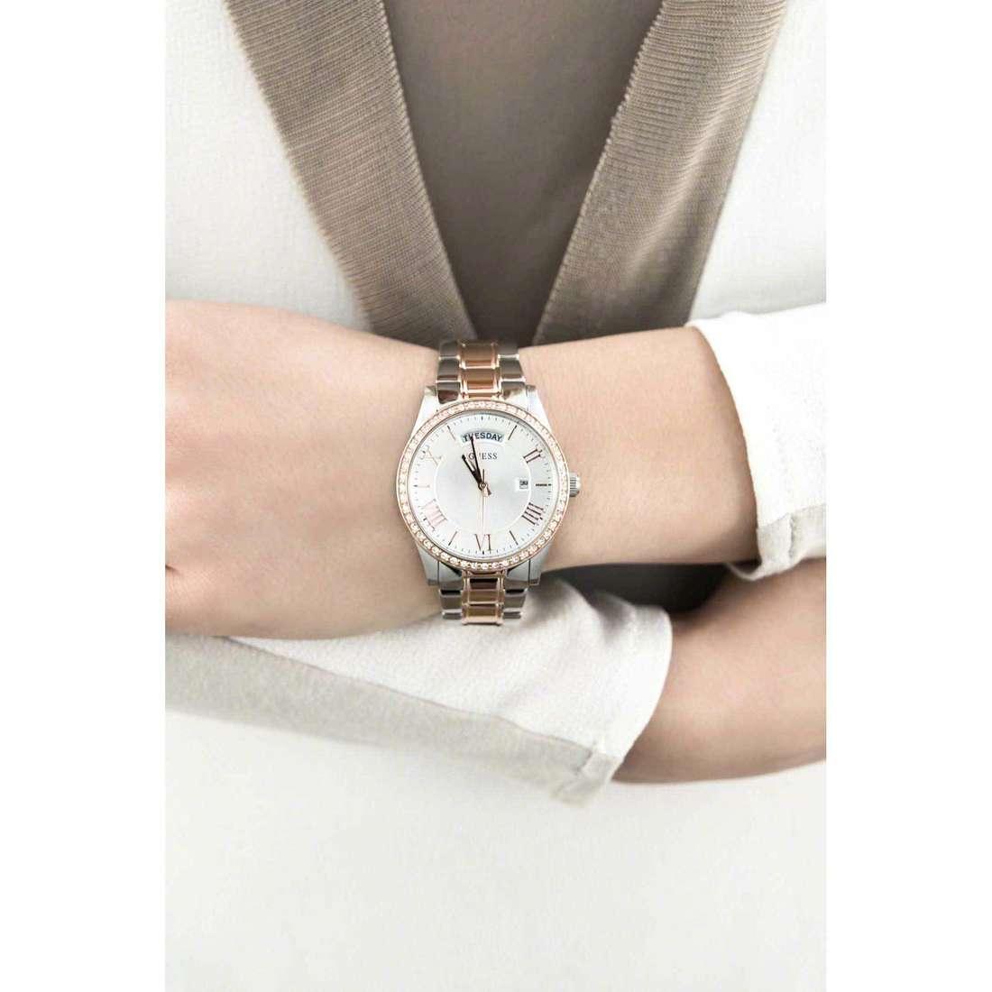 Guess only time Cosmopolitan woman W0764L4 indosso