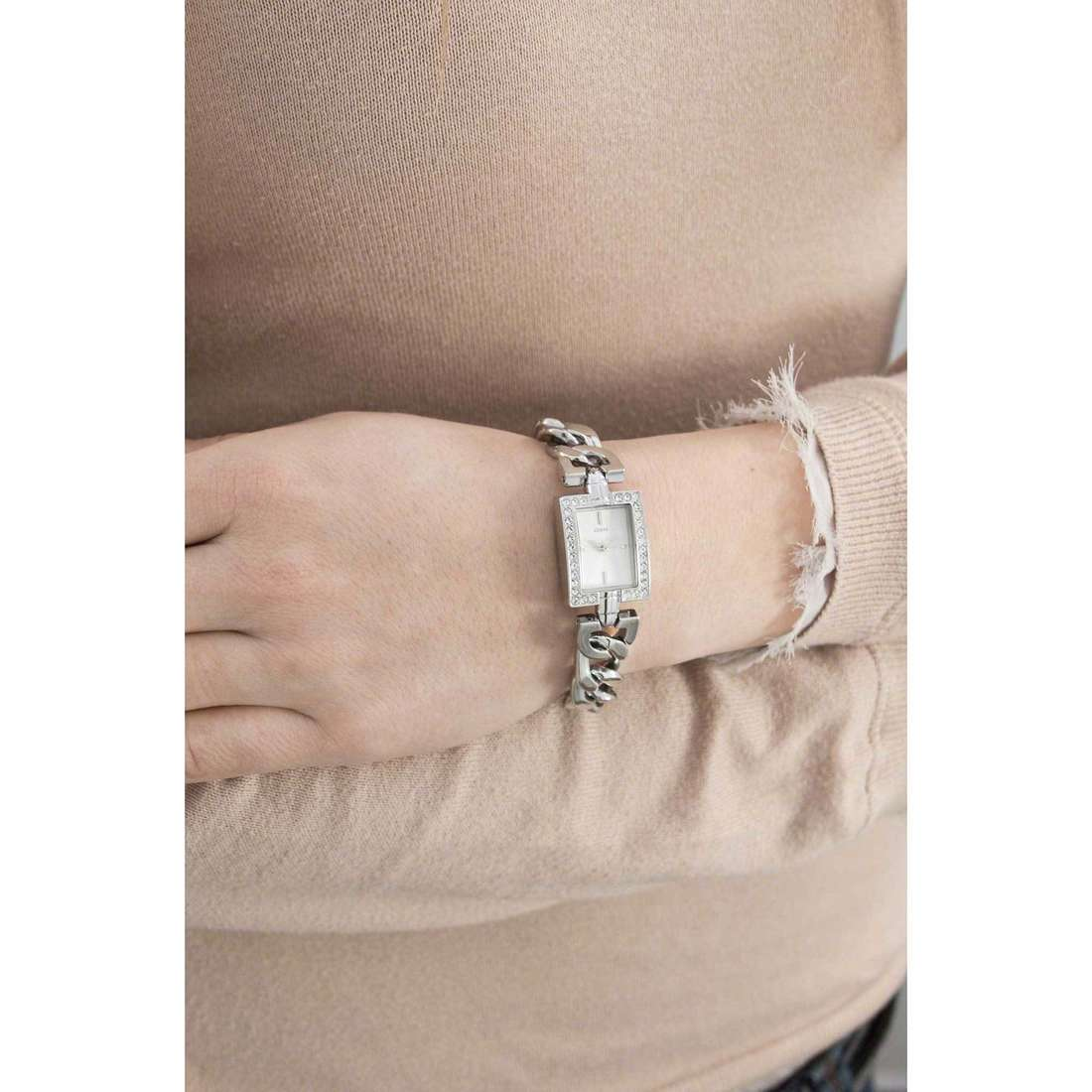 Guess only time Glamour Chain woman W0540L1 indosso