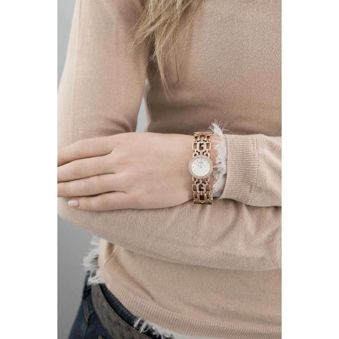 Guess only time Rose Gold woman W0576L3 indosso