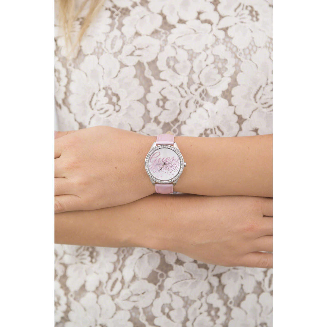 Guess only time woman W0161L4 indosso