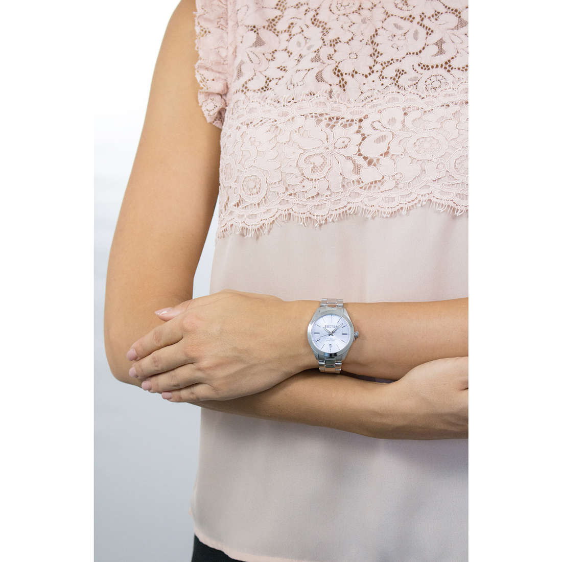 Sector only time 120 woman R3253588508 photo wearing