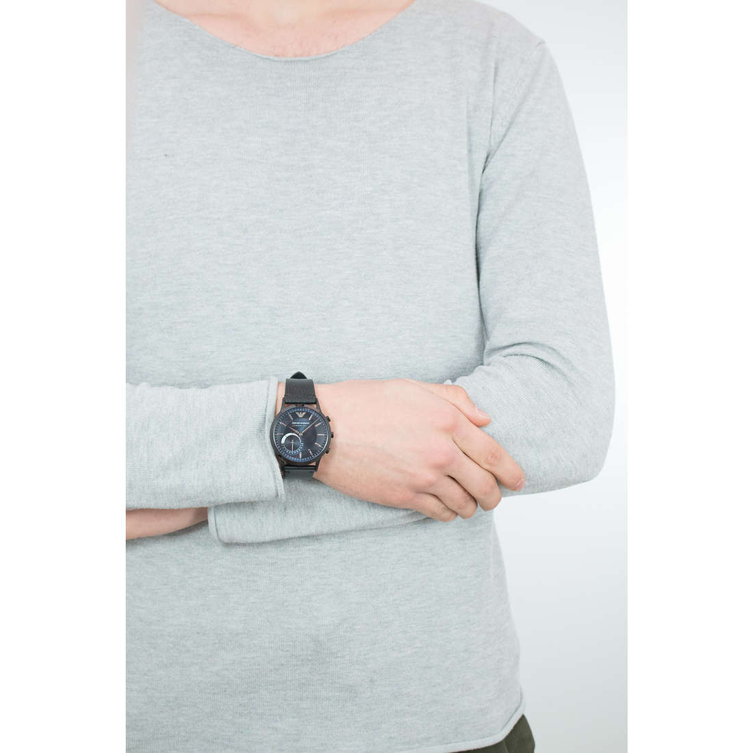Emporio Armani Smartwatches man ART3004 indosso