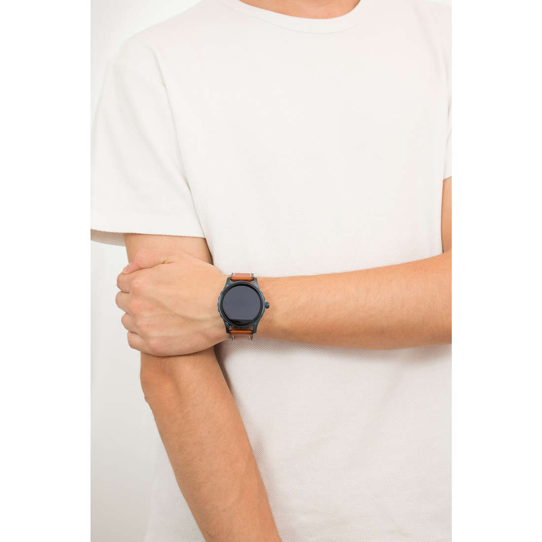Fossil Smartwatches man FTW2106 photo wearing