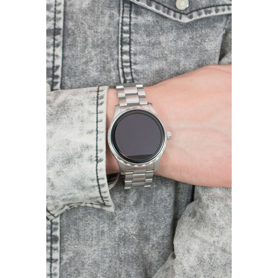 Fossil Smartwatches man FTW2109 indosso