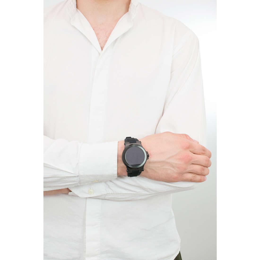 Michael Kors Smartwatches man MKT5011 photo wearing