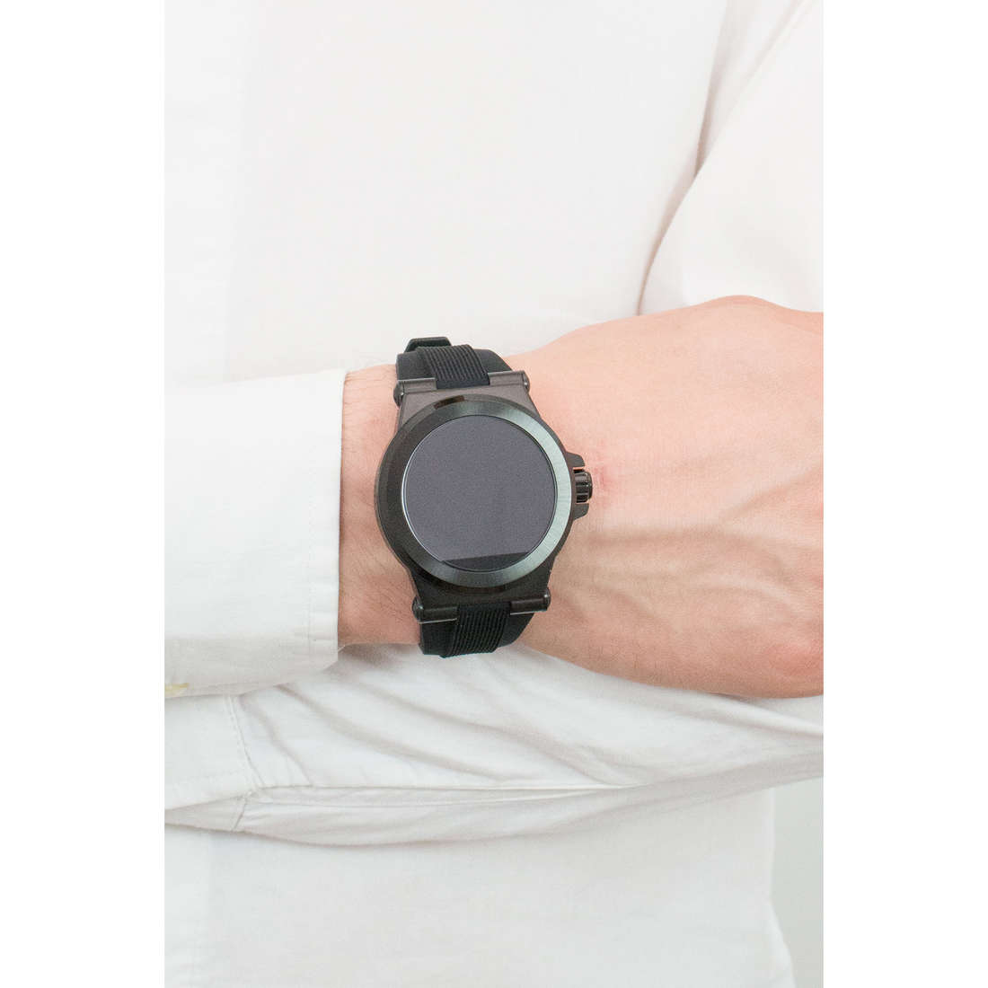 Michael Kors Smartwatches man MKT5011 indosso