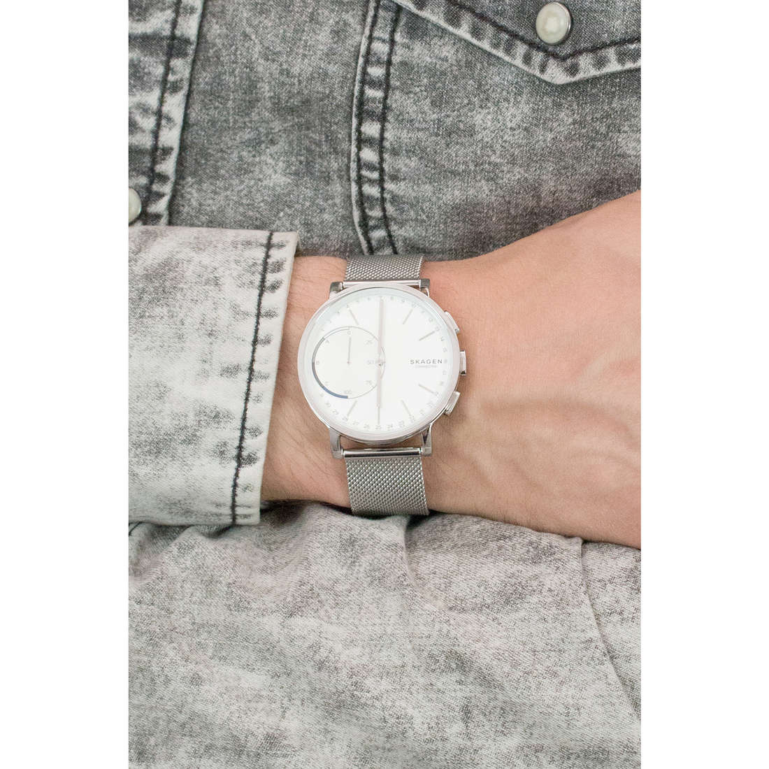Skagen Smartwatches Hagen man SKT1100 indosso