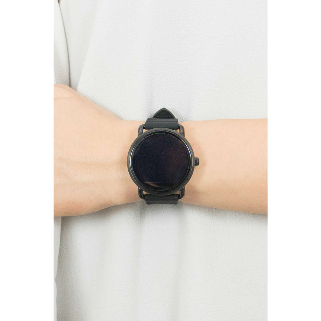Fossil Smartwatches woman FTW2103 photo wearing